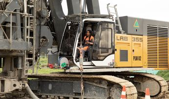Women take control of Liebherr rigs in Colombia