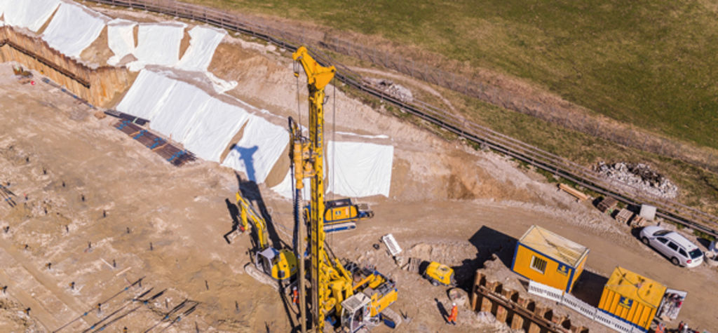 Bauer installs micropiles for high-bay warehouse